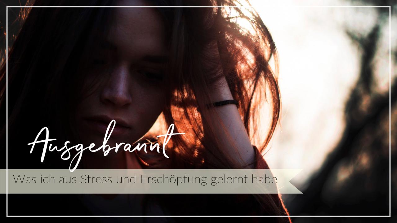 Junge Frau ist verzweifelt und traurig, Burnout, Stress, Erschöpfung