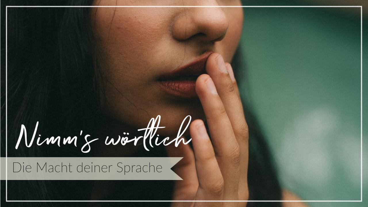 Nahaufnahme einer jungen Frau, die eine hand an die Lippen hält, wie deine Sprache dein Leben beeinflusst