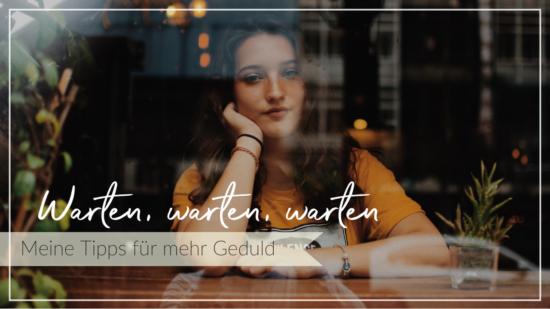 Mürrische ungeduldige junge Frau in einem Cafe hinter der Fensterscheibe und wartet, Schriftzug Meine Tipps für mehr Geduld