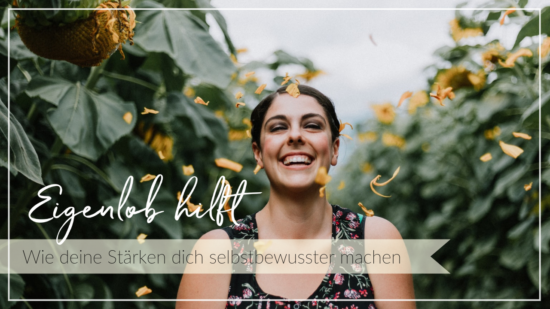 Lachende junge Frau vor grünen Bäumen, gelbe Blüten fallen auf sie nieder, Schriftzug Eigenlob hilft - Wie deine Stärken dich selbstbewusster machen