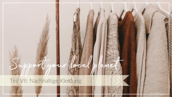 Strickpullover hängen an Kleiderstange, Schriftzug Support your local planet, Nachhaltige Kleidung