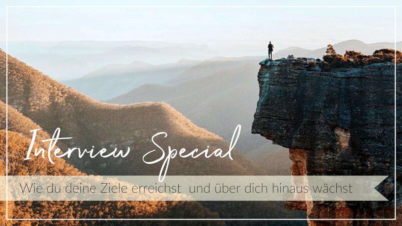 Mensch steht auf einem hohen Felsvorsprung. Schriftzug: Interview Special: Wie du deine Ziele erreichst und über dich hinaus wächst
